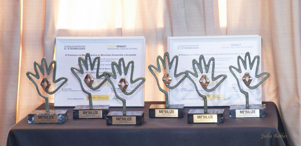Trofeos obra del alfarero ubetense Pablo Tito