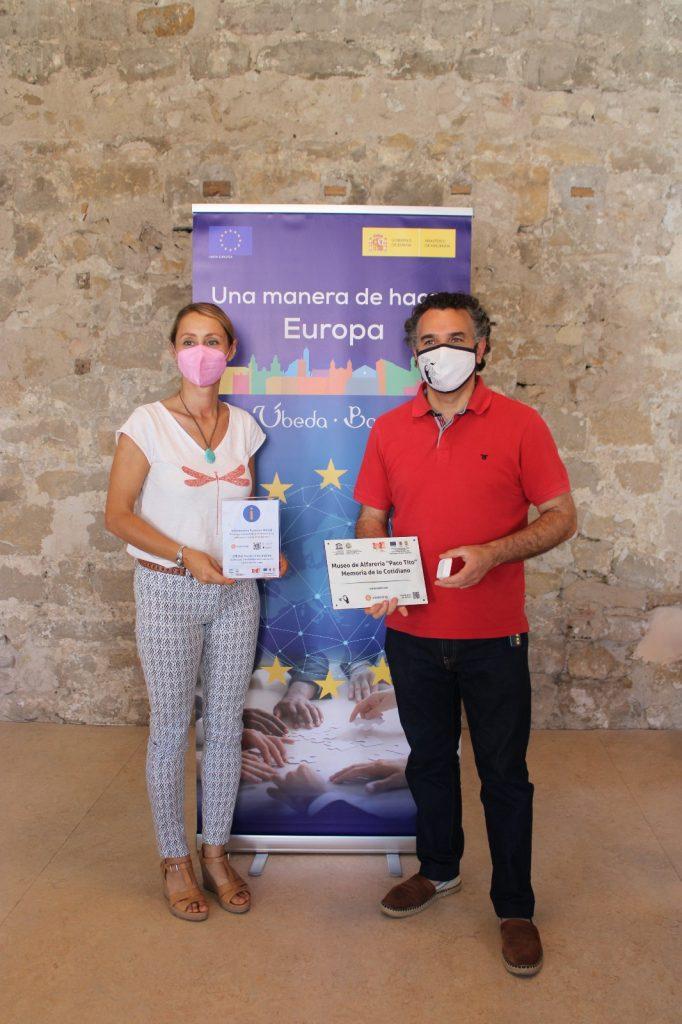La Concejala de Turismo, Elena Rodríguez,  nos hizo entrega del Kit digital