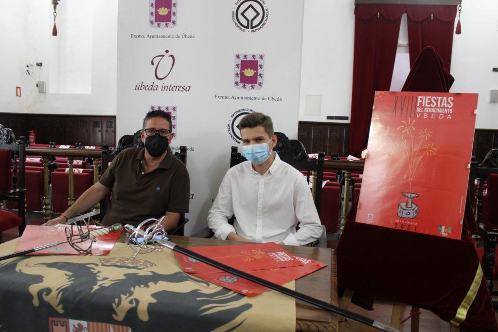 El concejal de festejos Jerónimo García junto al autor del cartel TITO Martínez